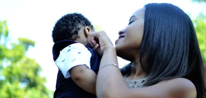 Black-mother-and-child-by-andcombust-Creative-Commons-702x336